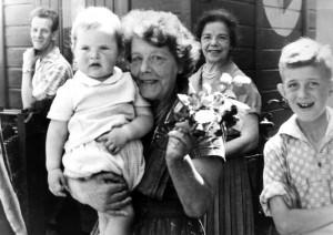 Cuijk Fam. Dina Muller wachtpost Links op de foto is Jacobs zoon van Bert Jacobs Haagsestraat.