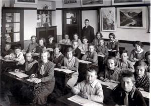 Klassefoto St Odiliaschool St Agatha Meester Walboomers met de vier hoogste Klassen Deze foto's zijn afkomstig van de familie Willenborg