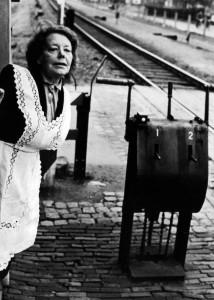 Dina Muller overwegwachtster N.S Bijnaam :Tante Dina/Dina van de overweg/Tante Treintje Geboren :17 September 1898 Overl. : 9 Januari 1970 45 jaar werkzaam bij N.S, waarvan 36 jaar in Cuijk