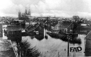 Watersnood 17 - 1 - 1920 Panorama overstroomd Cuijk vanaf N.C.B.- gebouw