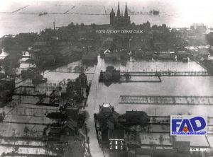 Luchtfoto genomen door de KLM van de watersnoodramp in 1926.