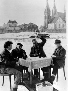 Kaarten op de Maas met J. Gerrits ( de Paai ) en Fam. Jansen 24 Jan. !963
