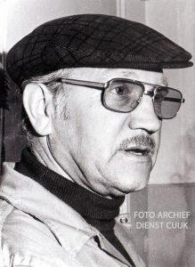 Huub Jacobs werd geboren in Cuijk op 13-09-1918 en overleed alhier op  18-06-1978.  Hij was vanaf 1947 chauffeur monteur bij de gemeente en vanaf 1966 opzichter technische dienst gemeentwerken Cuijk.  Vanaf 1946 was hij ook lid van de vrijwillige brandweer. Op 01-01-1960 werd hij ondercommandant en op 01-01-1973 adjunct hoofdbrandmeester. In 1964 ontving hij de bronzen medaille van het Carnegie heldenfonds voor het redden van 3 mensen uit een met giftige gassen gevulde looiput.  In 1968- bronzen kruis, 1971 verzilverd kruis, 1976 verzilverde gesp