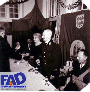 Het gilde feest van opa Vergeest, ter gelegenheid van diens 65 jarig lidmaatschap van het gilde. Foto geschonken op 11-06-2001 door R.Jacobs.