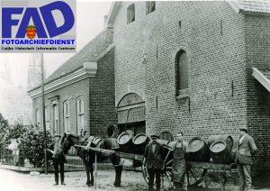 Cuijk Brouwerij Cevelum De brouwerij lag hoek Stationsstr. Kaneelstr. en is opge- richt 6 December 1797 door de fam. Toonen Op de foto v.r.n.l. Frans Toonen brouwer, - ? - Hent Raap,-Dorus Groenen